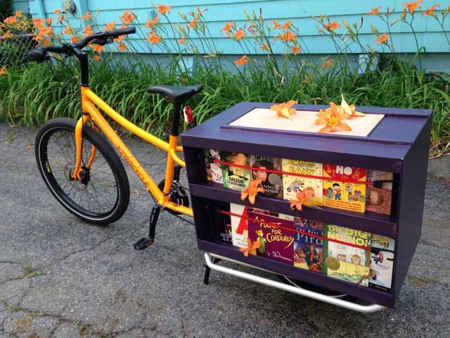 A book-mobile made out of an Xtracycle cargo bike